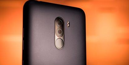 گوشی شیائومی پوکو اف 1 از نظر دوربین مانند سایر رقبای خود دارای طراحی و کیفیت عالی می باشد. گوشی xiaomi poco f1  دارای یک دوربین 2 گانه در قاب پشتی