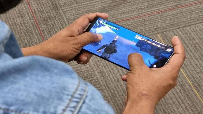 ردمی که یکی از زیرمجموعههای شیائومی بهحساب میآید، در حال ساخت گوشی گیمینگ است که احتمالا دارای تم Call of Duty Mobile خواهد بود. ردمی امروز تأیید